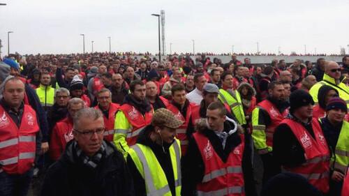 Insurrection : le retour tonitruant des ouvriers sur le front des luttes-par P. Tillet (chroniques du Yéti 24/05/2016)