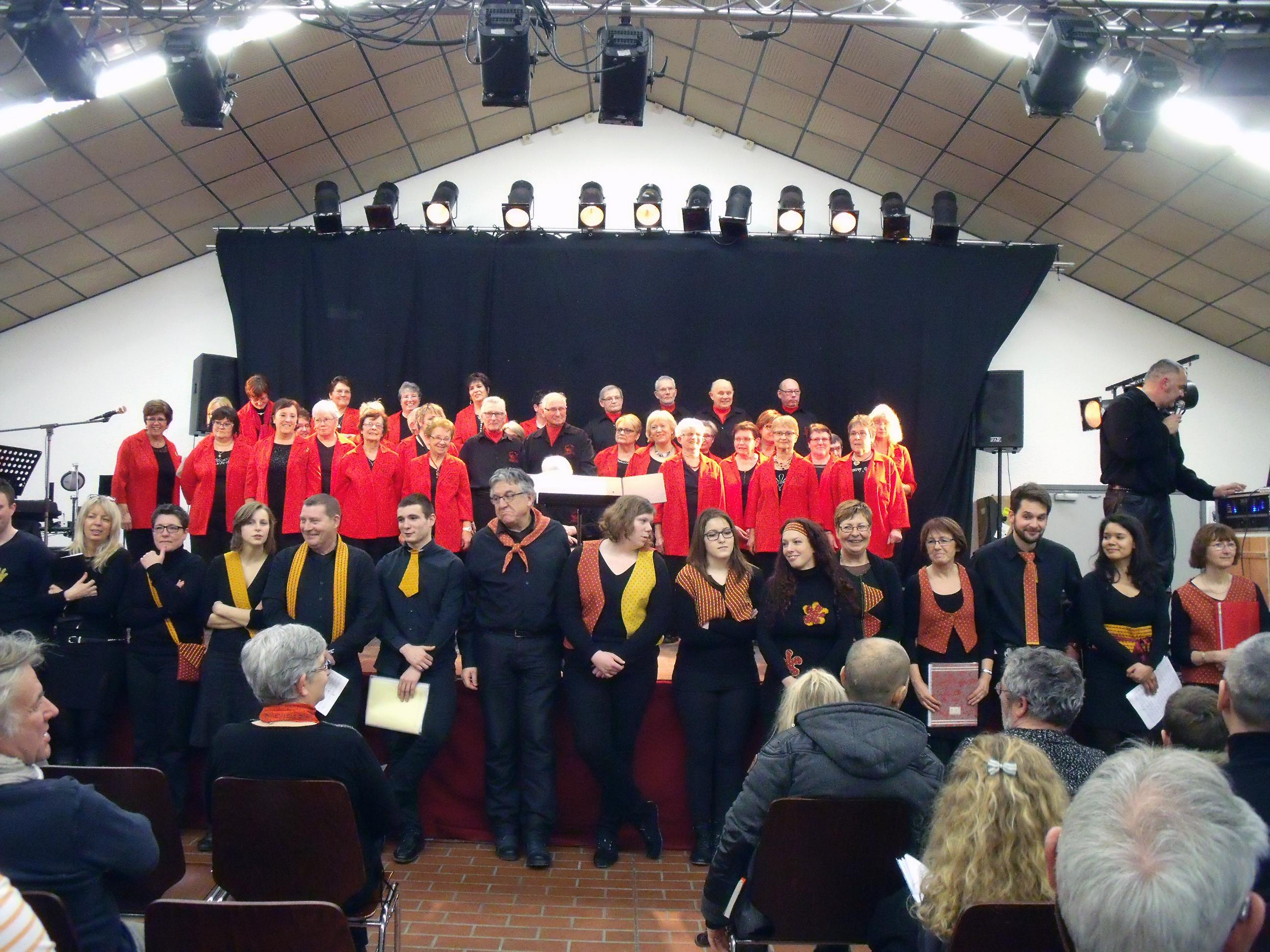 Le public et Chant'Seille souhaitent un bon anniversaire à la Chorale Hurteloups
