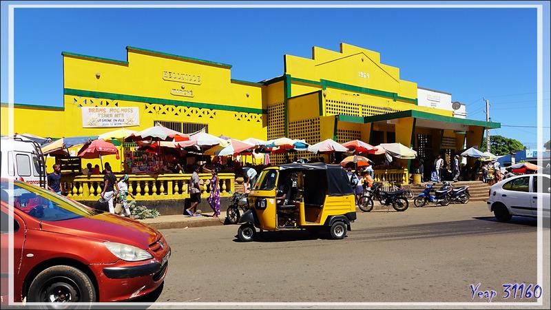 Entrée principale du marché de Hellville - Nosy Be - Madagascar
