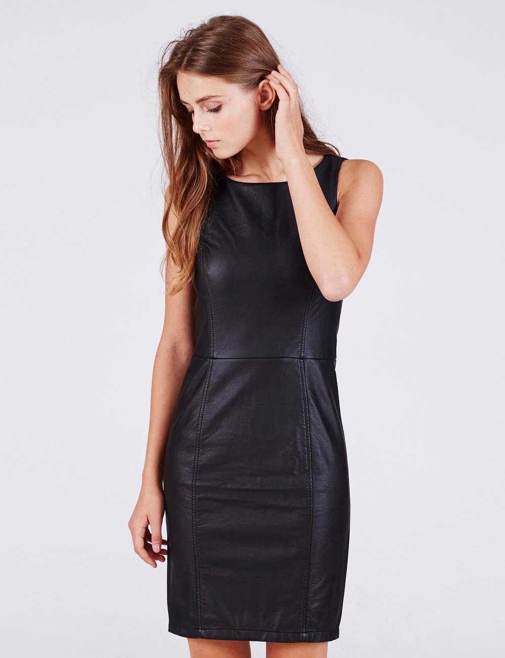 Robe noire : cuir