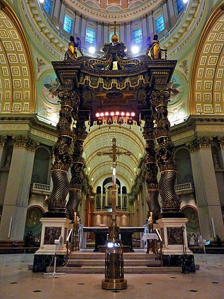 Montreal-Cathedrale-Marie-Reine-du-Monde-baldaquin-c.jpg