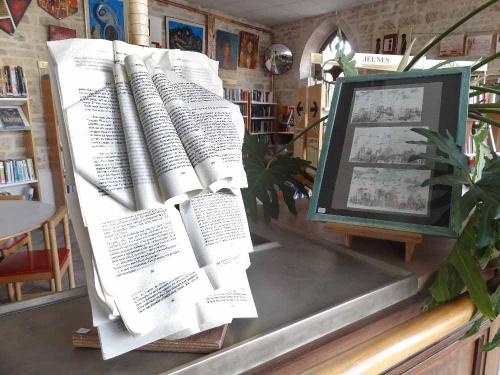 """""""Les Potes d'Arts de Cornouailles"""" ont exposé à la Médiathèque de Laignes..."""