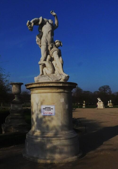 invasion publicitaire jardins du Louvre JC Decaux Publicis Clearchannel