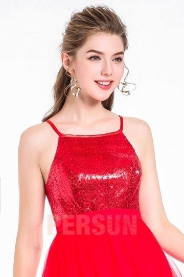 Boucle d'oreilles pendante forme spirale dorée pour la robe rouge habillée
