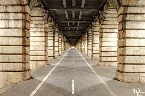 Paris la nuit la lumière et le vide