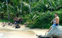 1.-Alex-sur-la-jetee-plage-parc-tayrona-Colombie-210x130.jpg