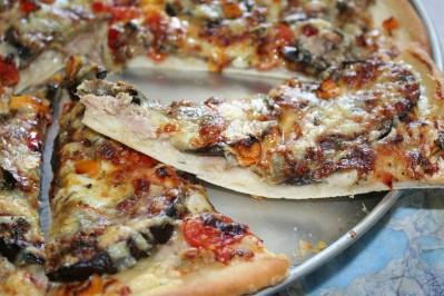 pizza-aubergine-poivron-thon-mozza--1-.JPG