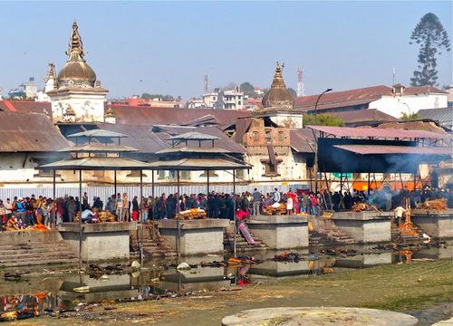 la crémation au temple de Pashupatinath