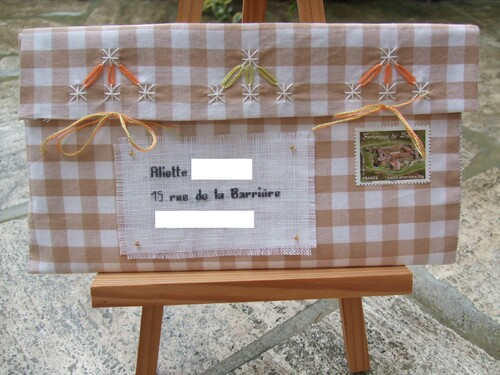 Enveloppe en broderie suisse