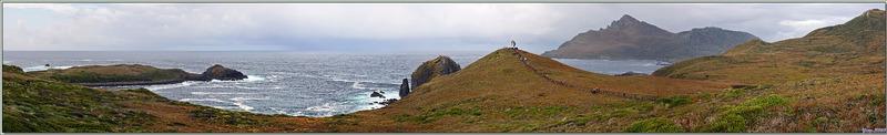 Dernier regard sur le panorama qui entoure le Phare Monumental - Île du Cap Horn - Patagonie - Chili