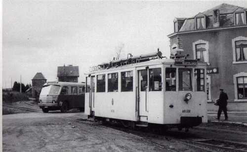 Gare vicinale et arrêt du tram
