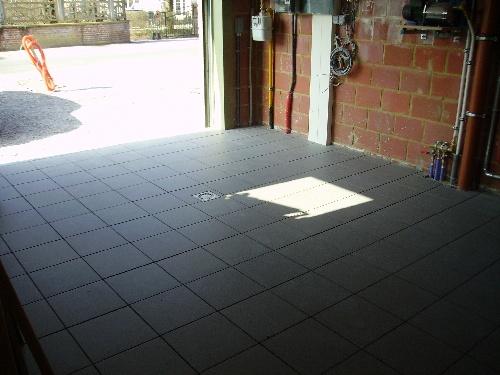 4 le chantier notre maison thomas et piron - Carrelage pour garage voiture ...