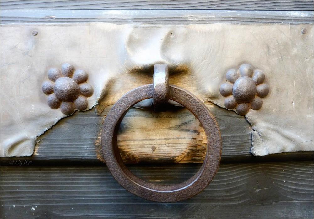 Pérouges (Fr-01) ~ Détails de portes ...