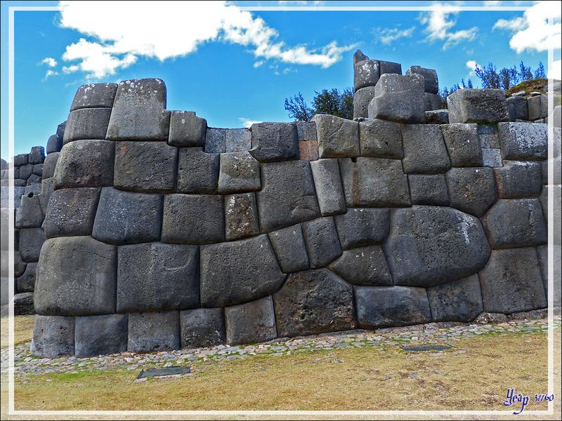 Les pierres cyclopéennes des remparts de la forteresse Sacsayhuamán - Cuzco - Pérou