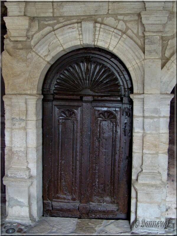 Sauveterre de Rouergue Aveyron belle porte fin XVIème siècle