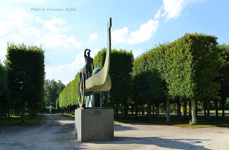 Château de Rambouillet : Barque Solaire de Karel Zlin