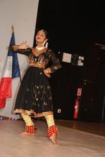 La delicieuse Darshini en robe de Kathak noire à Broderies dorées et rouges