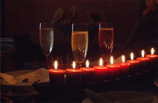 Bougies et coupes de champagne