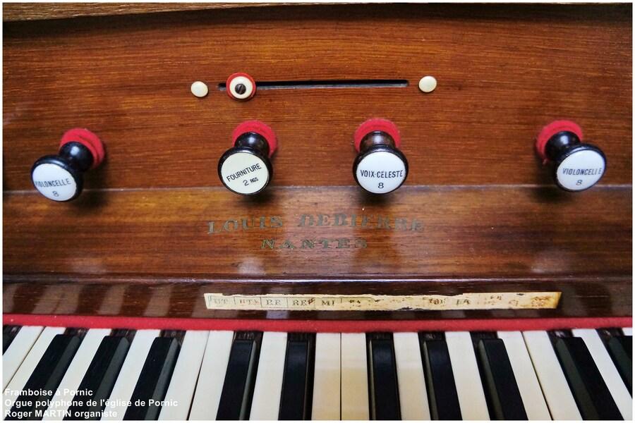 L'orgue Polyphone indicateur d'air (fente au dessus des jeux)