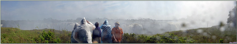 Les superbes Main Falls (Chutes principales) et les suivantes avec vues panoramiques à partir de belvédères d'où on ressort complètement douché - Chutes Victoria - Zimbabwe