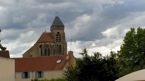 Le territoire est situé sur le passage d'une voie romaine, une des routes de la Via Agrippa allant de Sens à Meaux par Châteaubleau et Chailly-en-Brie. Le village est mentionné au XIIIe siècle, « Vodoi ». Jusqu'en 1285, le village est situé dans une « marche séparante » dans laquelle les habitants dépendent et du puissant comte de Champagne et du roi de France. Par le mariage en 1284 du futur Philippe le Bel et de Jeanne Ire de Navarre le village est rattaché à la couronne lorsque Philippe le Bel devient roi de France en 1285. La motte Chartreuse est citée en 1443, la motte Chantibout en 1467. Église à la collation de l'évêque de Meaux. Prieuré bénédictin de la Buhotière ou de la Bonnière, à la collation de l'abbé de Saint-Martin de Pontoise.