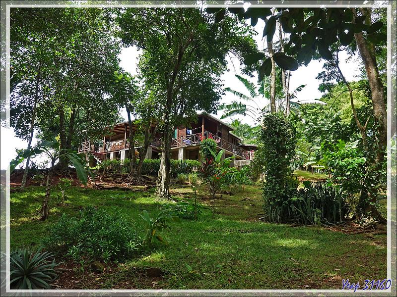 Antanambe (ou Antanabe) : de la simple case à la maison nettement plus rupin - Nosy Sakatia - Madagascar