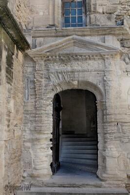 Gordes porte Renaissance du château 11ème et 16ème siècles  Vaucluse