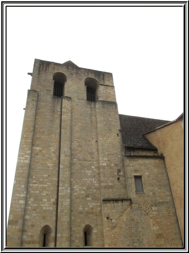 L'Eglise de St Cyprien et visite du petit village de Allas les mines (Dordogne)