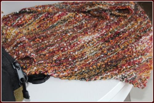 Un trendy avec des petits pompons dans la laine ...