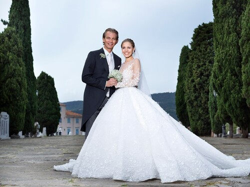 Victoria Swarovski porte robe de mariée avec 500 000 cristaux