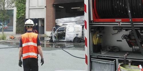 Wolu1200 : Evacuation du Delhaize Roodebeek à cause d'un véhicule en feu