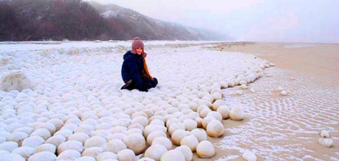 Quand la nature sculpte des milliers de boules de neige en Sibérie