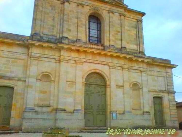 Preignac (Gironde) L'église St Vincent situè au bord de la nationale 113
