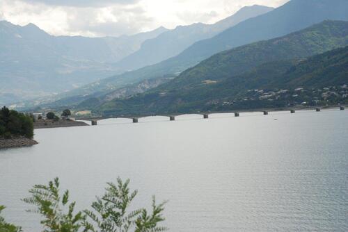 Le pont qui permet de traverser sur Savines