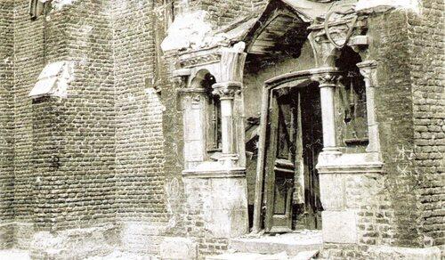 Les bombes alliées fracassaient l'église Notre-Dame