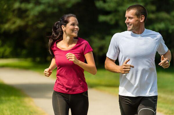 La pratique d'un sport en milieu de vie aurait des bénéfices cardiovasculaires 20 ans plus tard. © CandyBox Images, Shutterstock