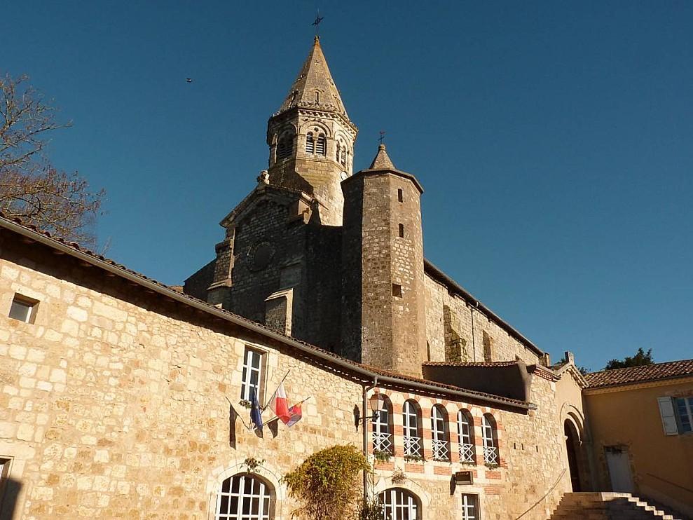 Montaut-les-creneaux-Eglise-Poste-Mairie.jpg