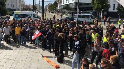 Samedi de mobilisation contre le G7 des parlementaires à Brest (F3 Bretagne-7/07/19-19h26)
