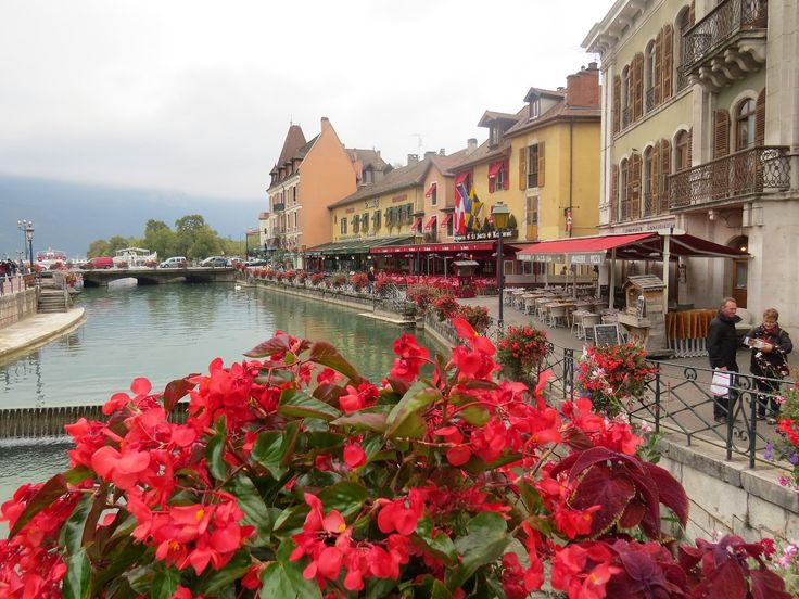 Bonjour....  Annecy, la vieille ville....