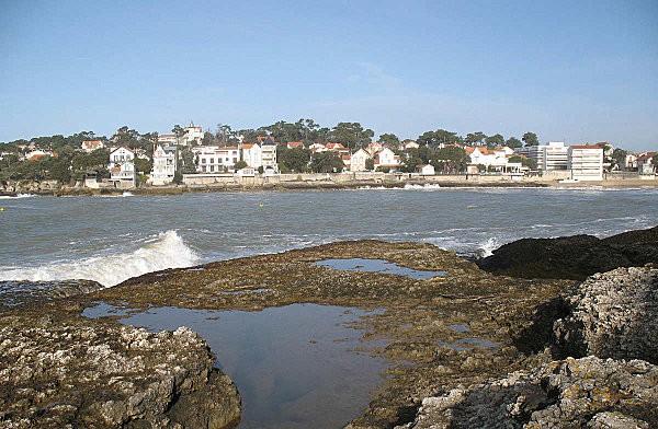 balade sur les rochers à st palais sur mer