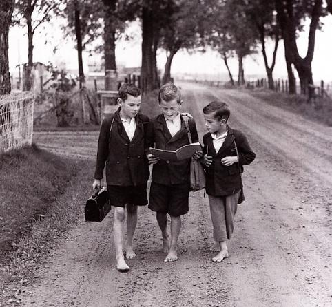 01 - Sur le chemin de l'école