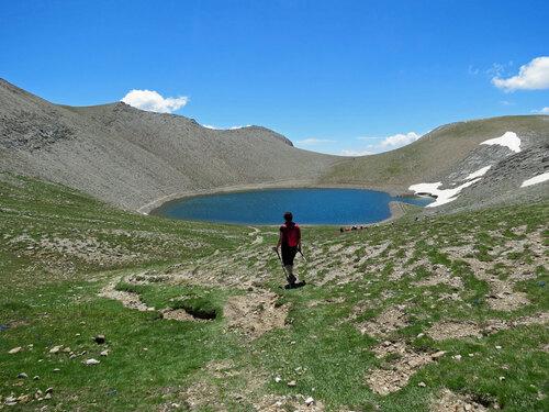 Les Lacs de la Cayolle (2.653 m) depuis le col de la Cayolle (2.326 m)