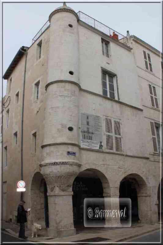La Rochelle rue Chaudrier la maison au chien