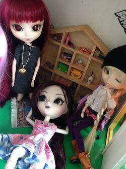 seance photo de Coraille, Milky, et deux autres dolls !^^