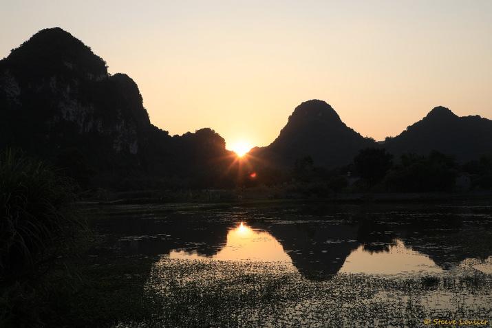 Couché de soleil dans les environs de Tam Coc