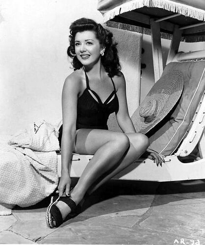 https://upload.wikimedia.org/wikipedia/commons/2/2a/Promotional_photograph_of_Ann_Rutherford.jpg