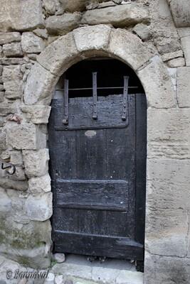 Lacoste porte rustique château Marquis de Sade Vaucluse