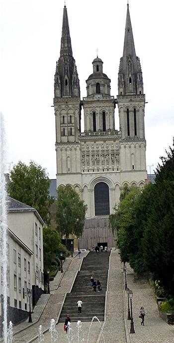 5.Angers / la cathédrale St Jean Maurice