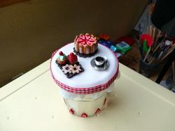 Pots décorés en fimo ou porcelaine froide