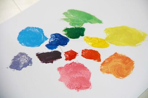 Premier mélange des couleurs le cercle chromatique